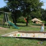 gite-ecolo-bebe-bretagne-enfants-famille-aire-jeux-bac-sable-2472q50