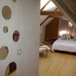 gite-ecolo-bebe-bretagne-fournil-chambre-haut-miroirs-3141q50