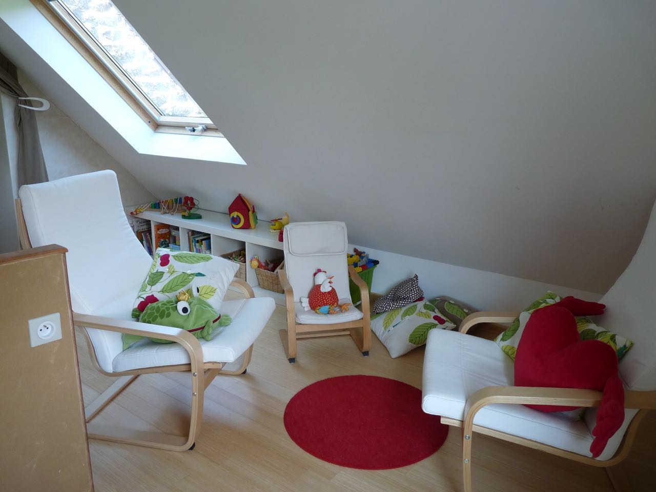 salle de jeux bebe perfect dco salle de jeux rose les ailleurs with salle de jeux bebe cheap. Black Bedroom Furniture Sets. Home Design Ideas
