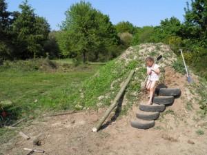gite-ecolo-bebe-bretagne-lavilleheleuc-cabane-jeux