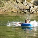 gite-ecolo-bebe-bretagne-piscine-nature-enfants-nage-7290287q50